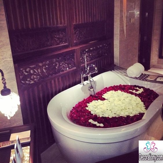 35 romantic home decorating ideas for valentine decoration y for Bathroom romance photos