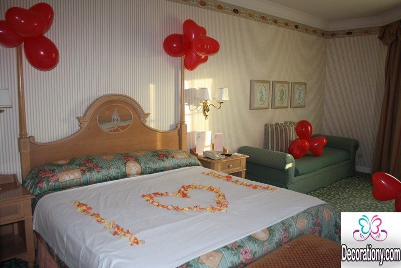 35 romantic home decorating ideas for valentine decoration y for Bed decoration with flowers and balloons