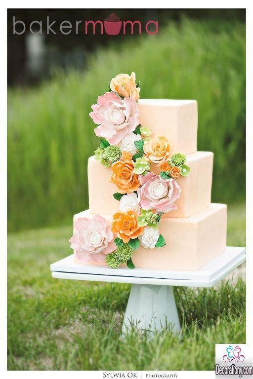wedding cake square shape and flowers decorations