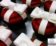 red velvet cupcakes decorating