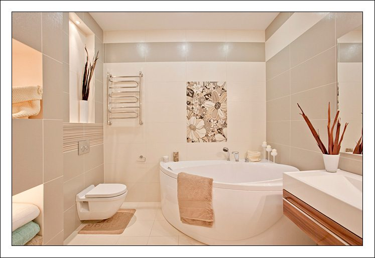 Ванная комната дизайн для маленькой ванны в бежевых тонах