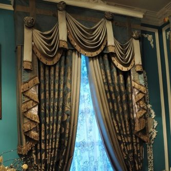 Classic Curtains and Drapes