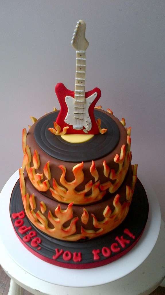 Birthday Cake Guitar Design With Name : 13 Birthday Cakes for Men You Wonot Be Able To Resist ...