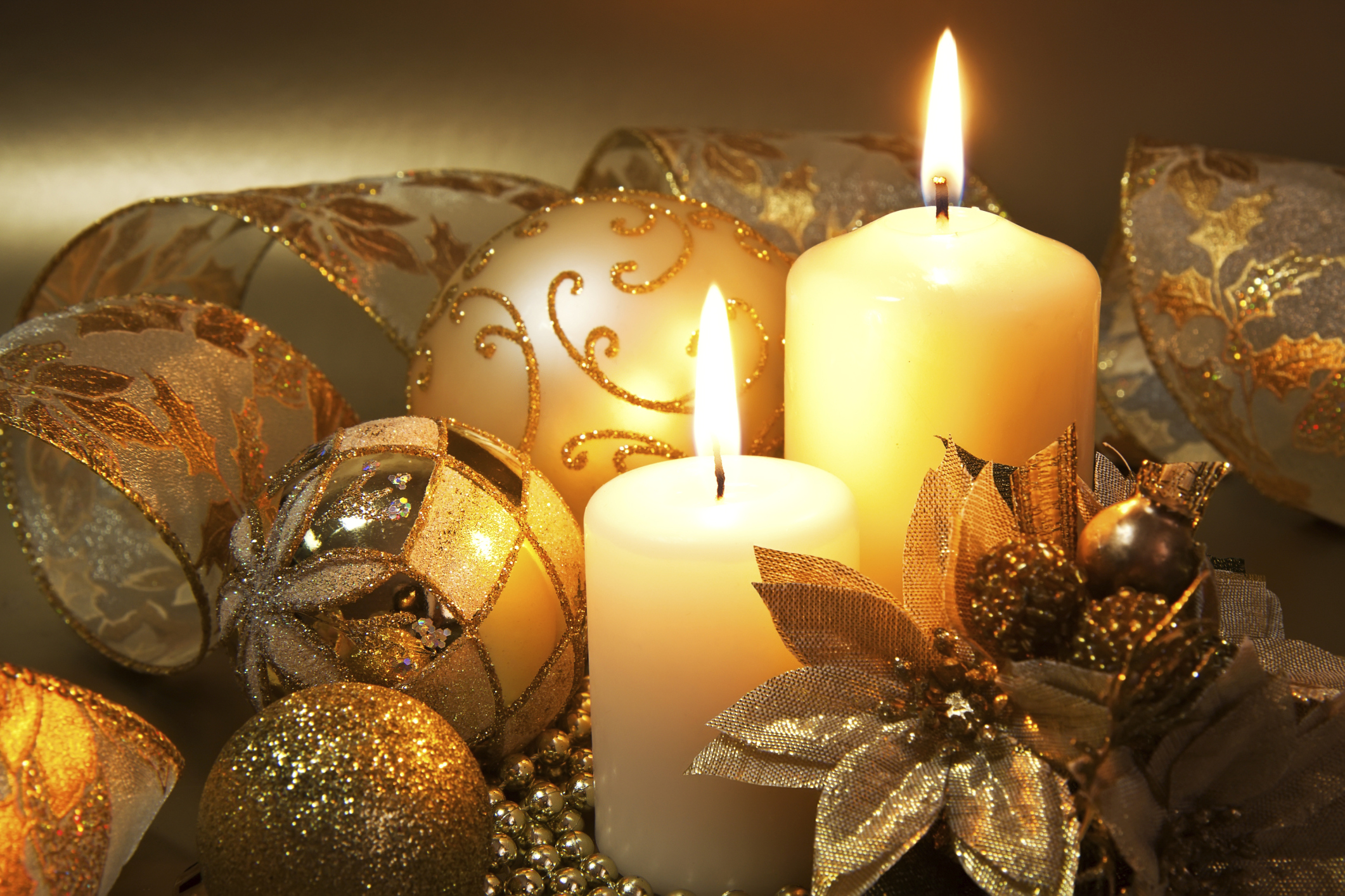 Beautiful christmas candles for decorating your home for Christmas decorations