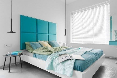 Stylish turquoise bed headboards attract eyes, and using the same color with bed mattress & some decor in the bedroom makes it awesome & simple.