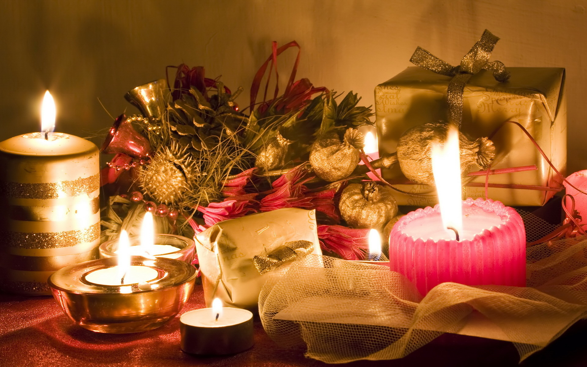 Beautiful Christmas Candles For Decorating Your Home