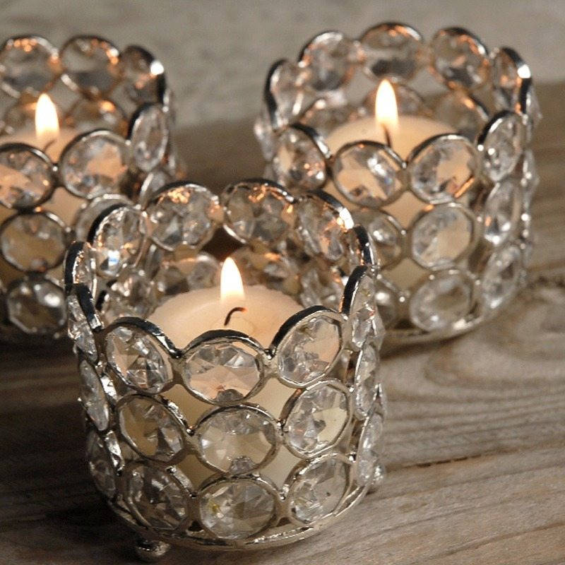 Beautiful glass candles decoration for a house full of for Decoration en cristal