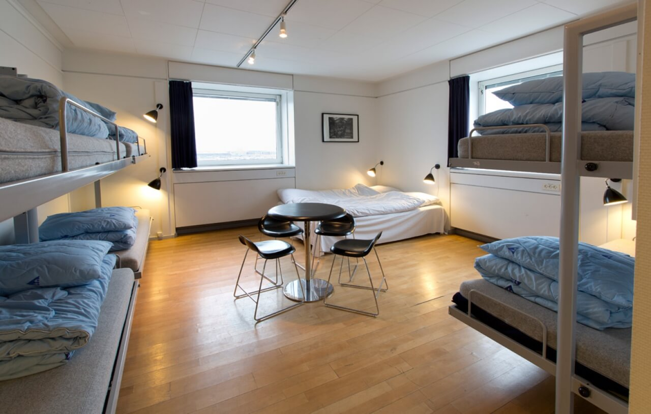 12 chic youth hostel architecture design ideas in budget for Hostel design