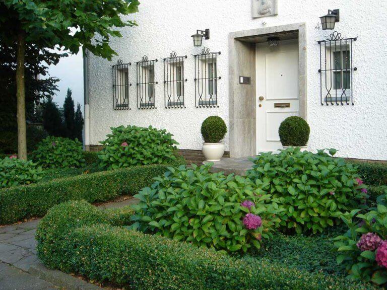 Modern front garden entrance