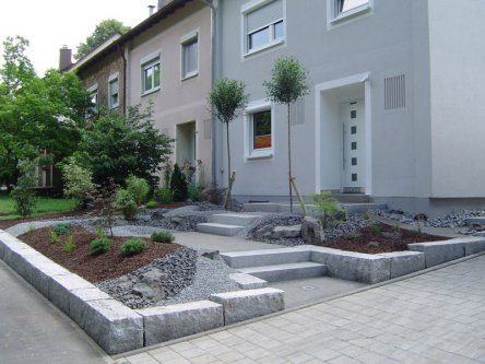 contemporary front gardens design