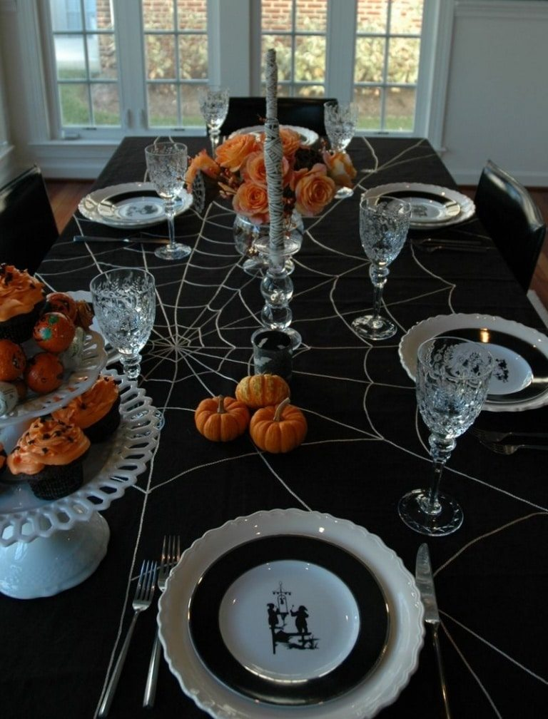 Halloween table settings & decorations