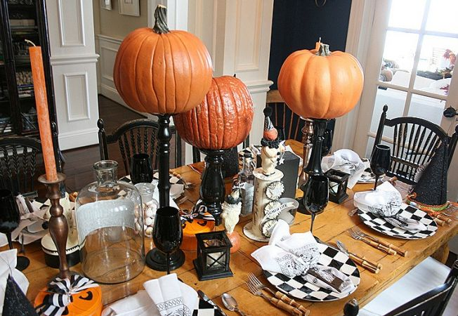 Halloween table decoration ideas with pumpkin & candles