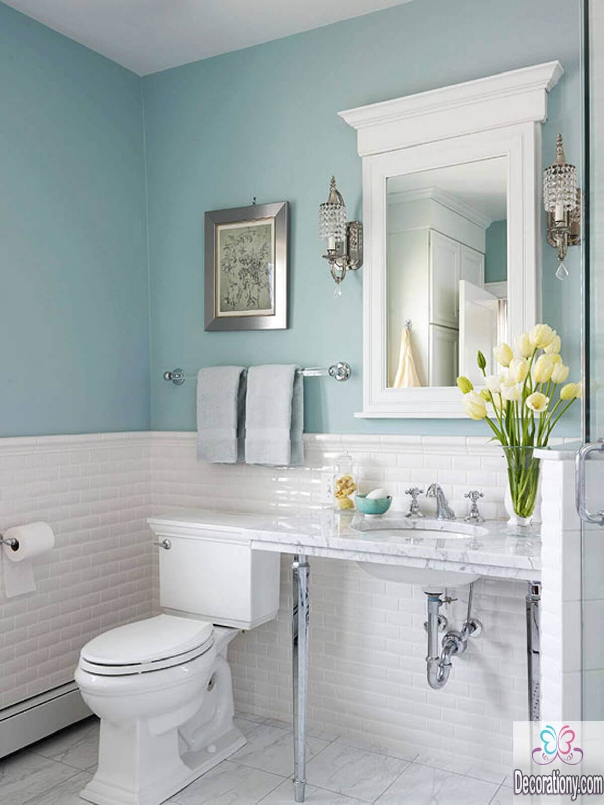 10 affordable colors for small bathrooms decoration y for Small toilet and bath design