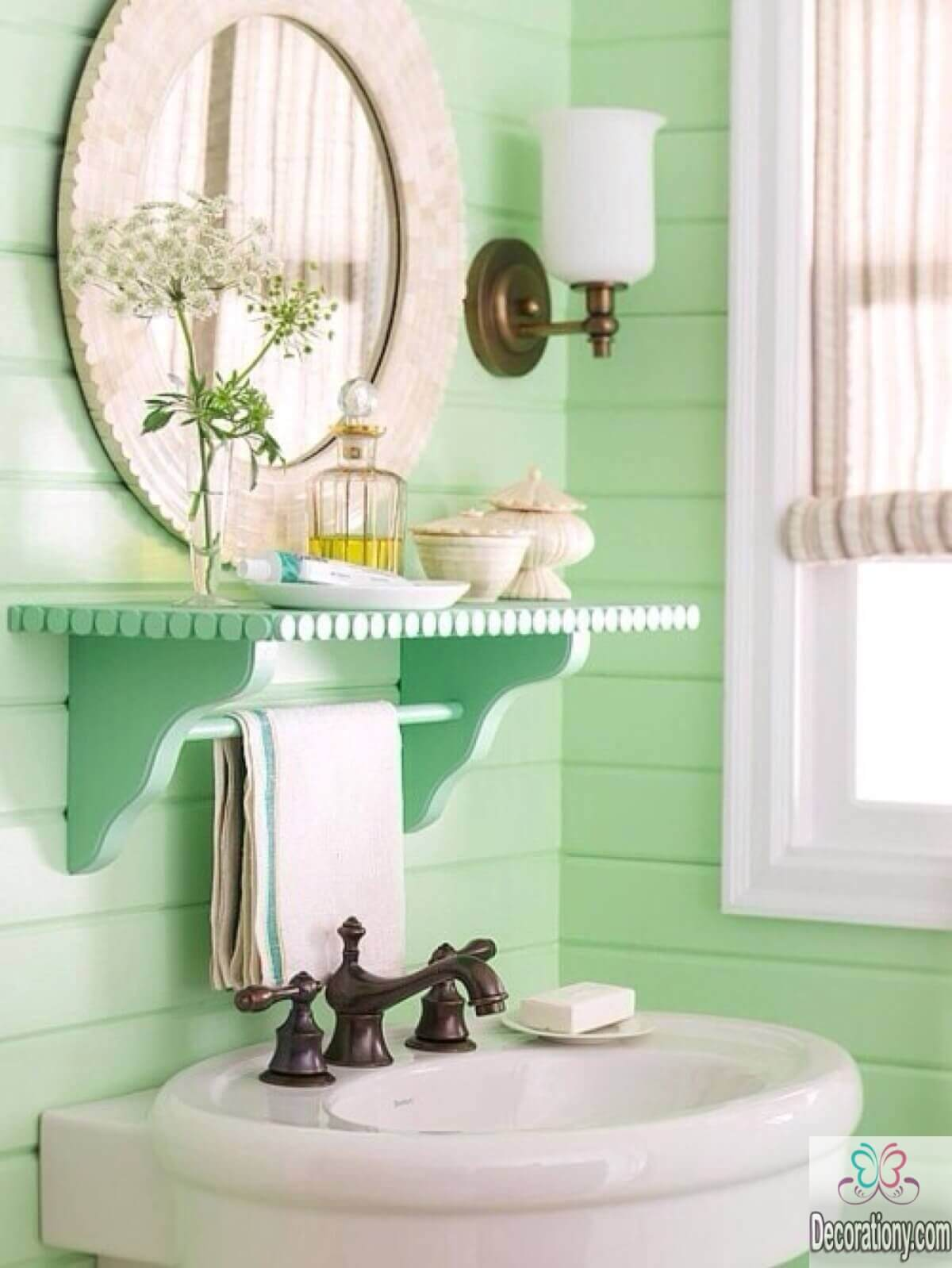 10 affordable colors for small bathrooms decoration y for Colourful bathroom ideas
