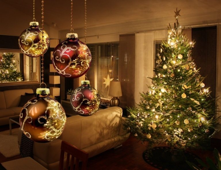 Indoor Christmas Tree Decorations With Lights