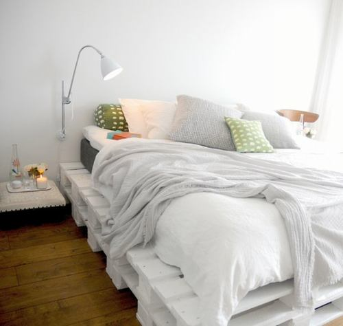 Beautiful simple pallet bed