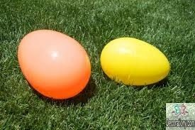 Balloon-shaped eggs - outdoor easter decorations