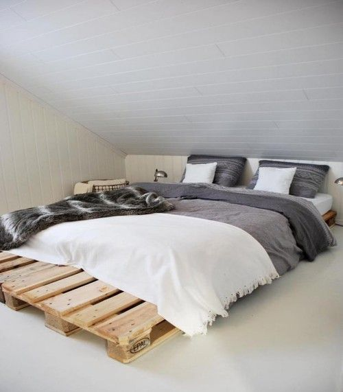 Simpy and Chic pallet bed