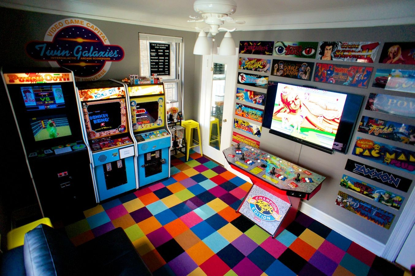 Video game room ideas - colorful decorations