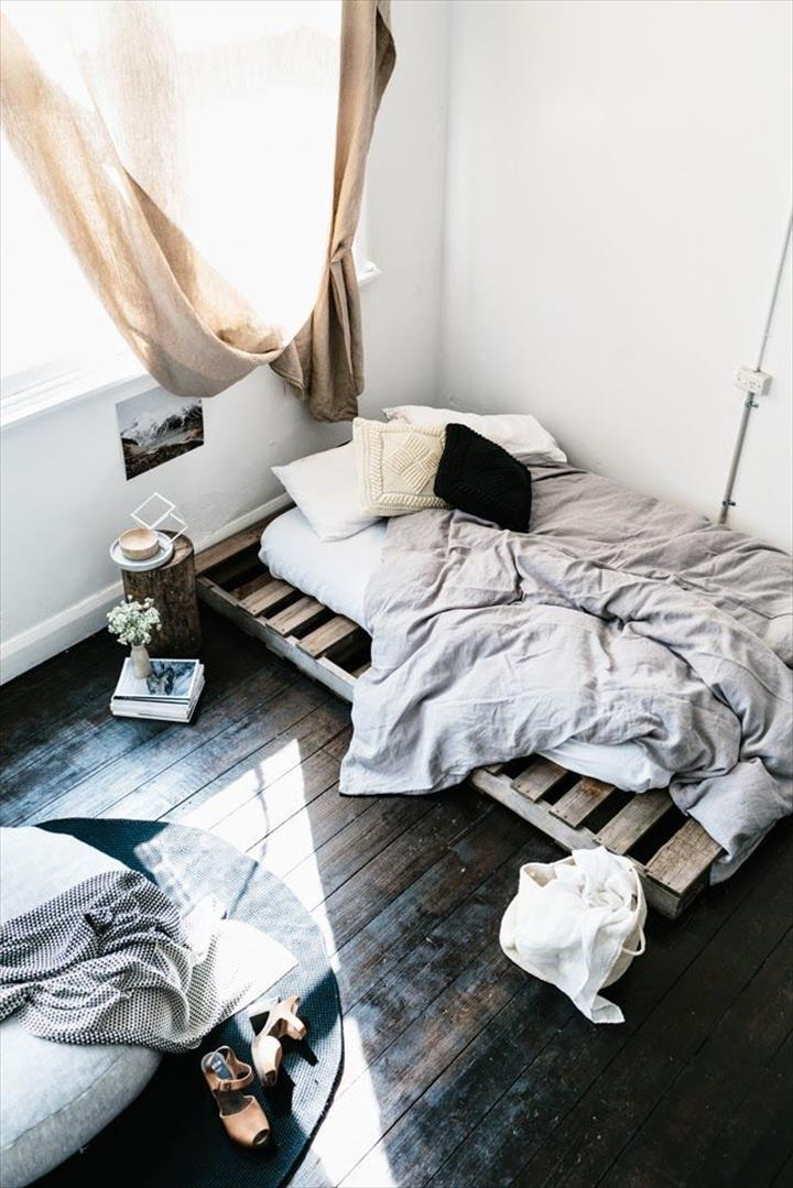 Pallet bed chic and simple