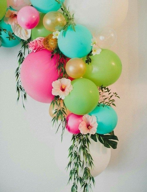 Attached flowers with balloons decorations