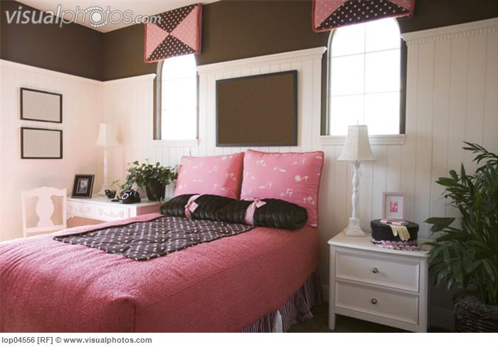 Girls room decoration brown grown up style