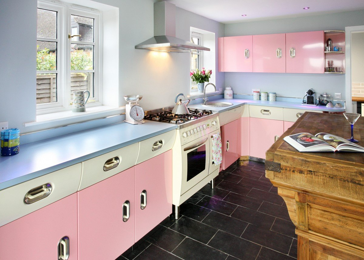 Blue & Pink retro kitchen