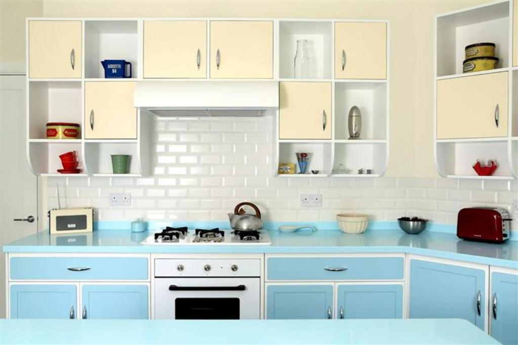 Small-Retro-Kitchen