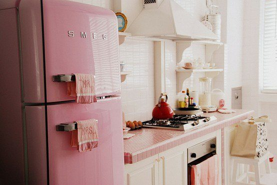 pink 1950s retro kitchen
