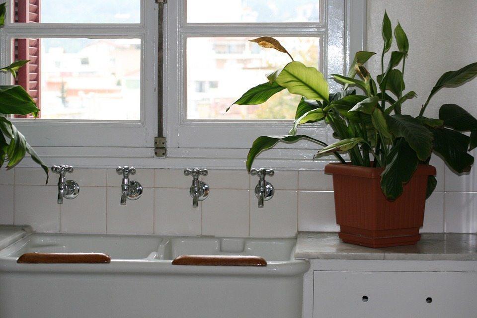 Kitchen windows sink