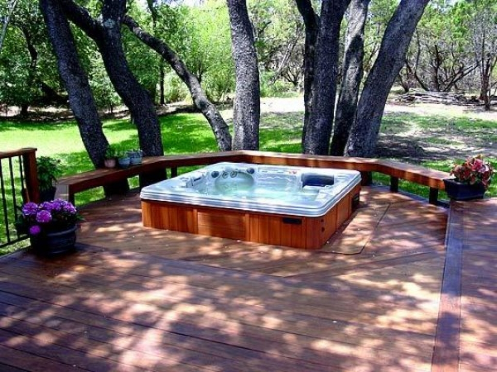 deck-with-hot-tub outdoor jacuzzi trends 2017