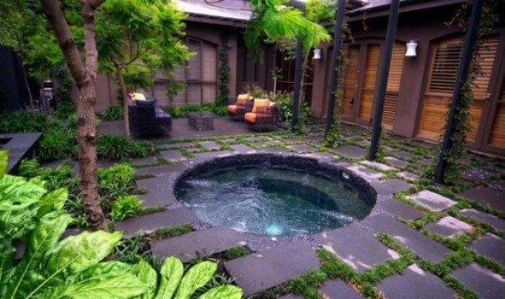 Garden jacuzzi