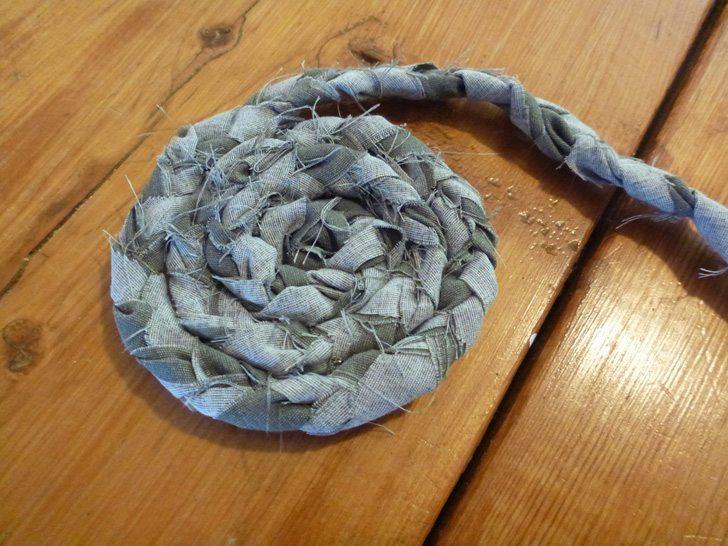braided diy rugs - rolling strips