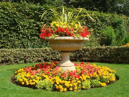 cool and good flower bed ideas