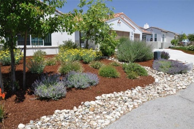 great-landscaping-ideas-for-front-yard-with-rocks
