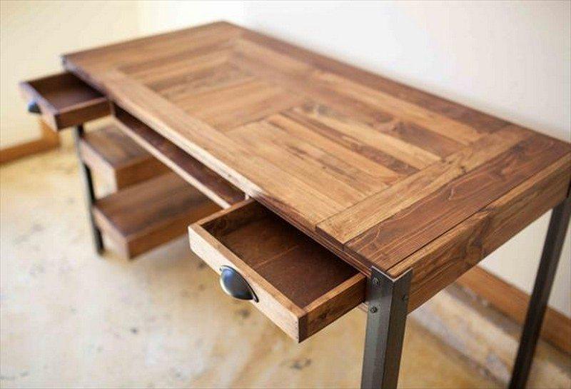 Pallet wooden desk - best type of desks