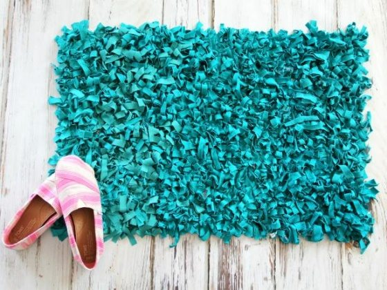 DIY rag rugs with old t-shirts