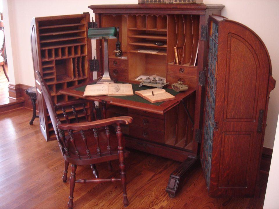 elegant type of desks