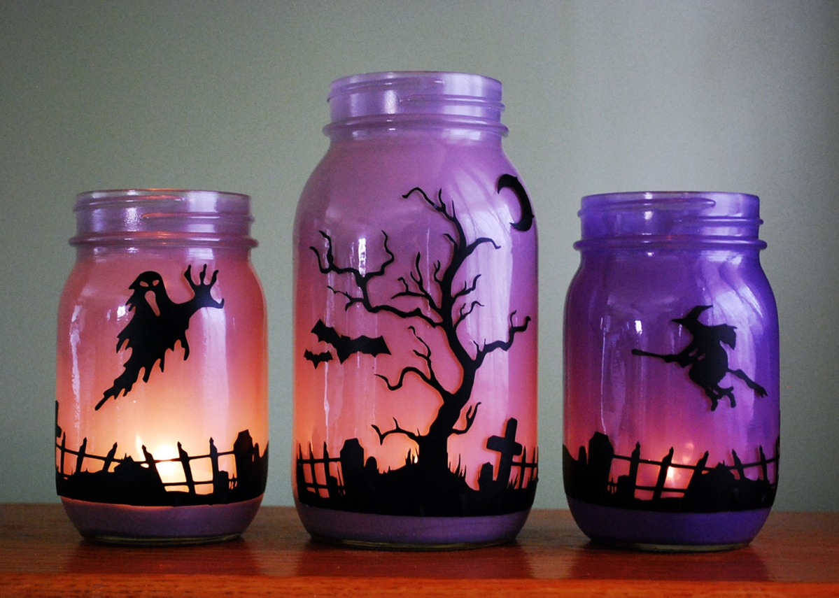 Outdoor Halloween Decorations Scary spider jars decorated