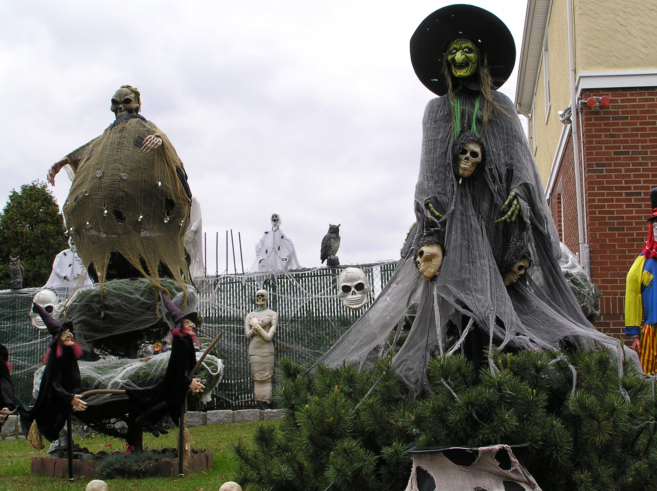 Outdoor Halloween Decorations for most scary witches statues