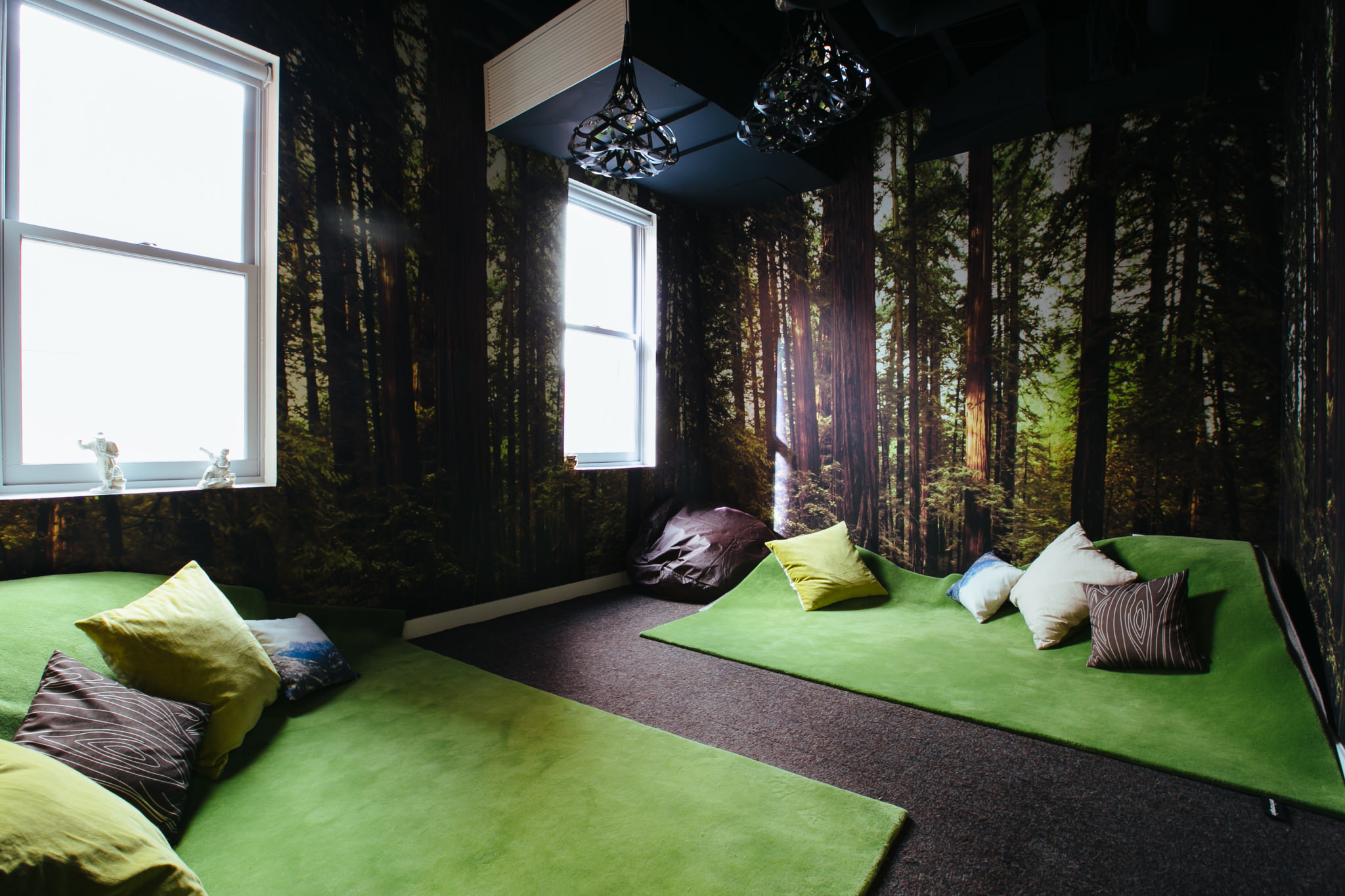 Meditation Room Decorating with quiet and simple space
