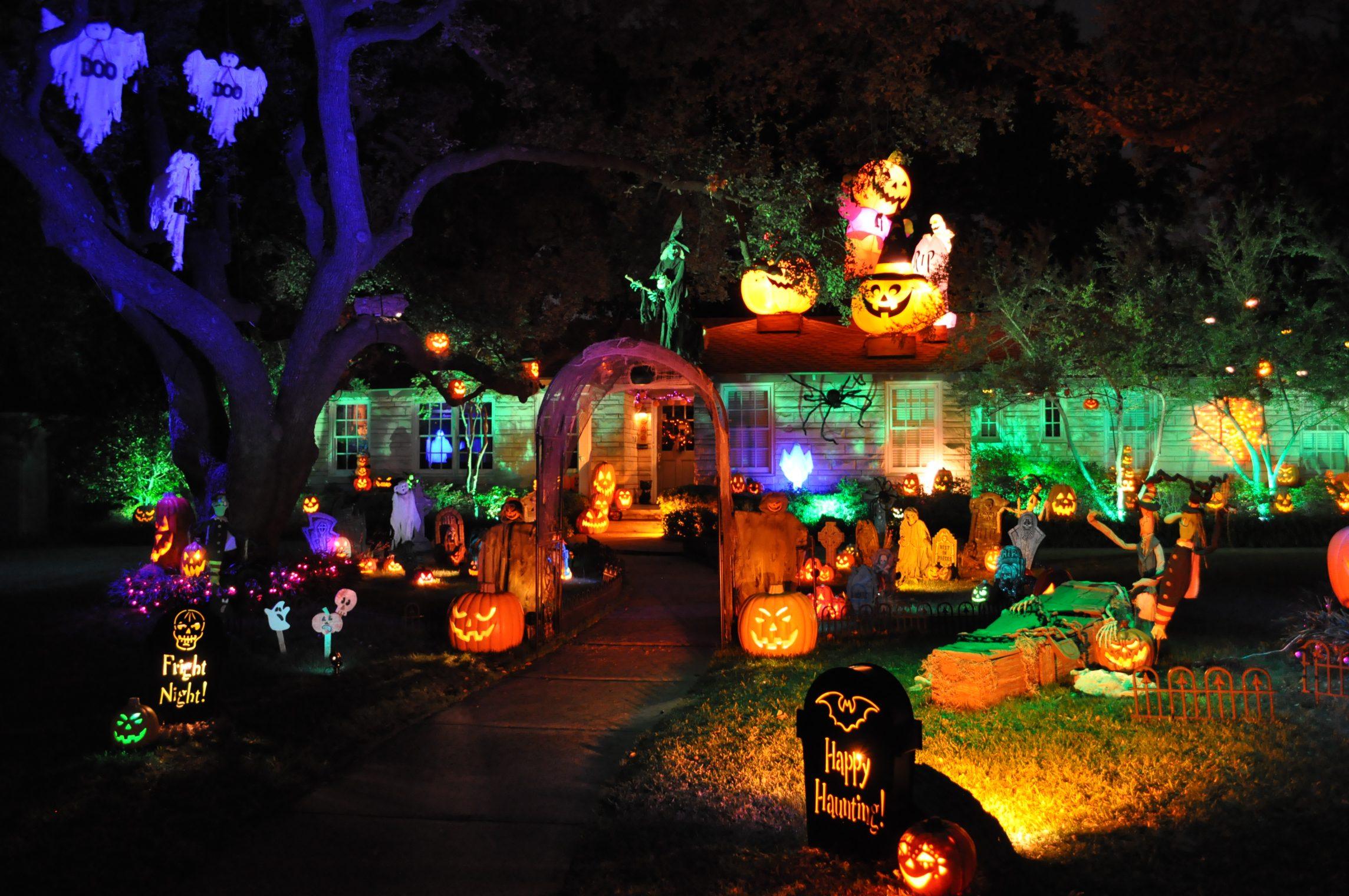 Outdoor Halloween Decorations Scary backyard