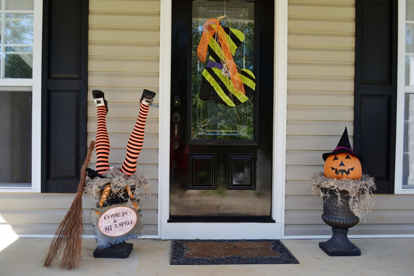 Outdoor Halloween Decorations with wonderful ideas for windows