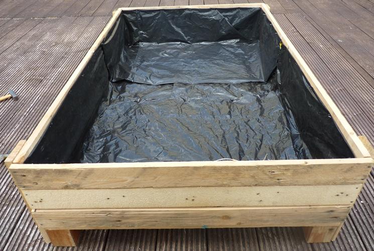diy planter box build pallet bo decor or design - How To Build A Planter Box