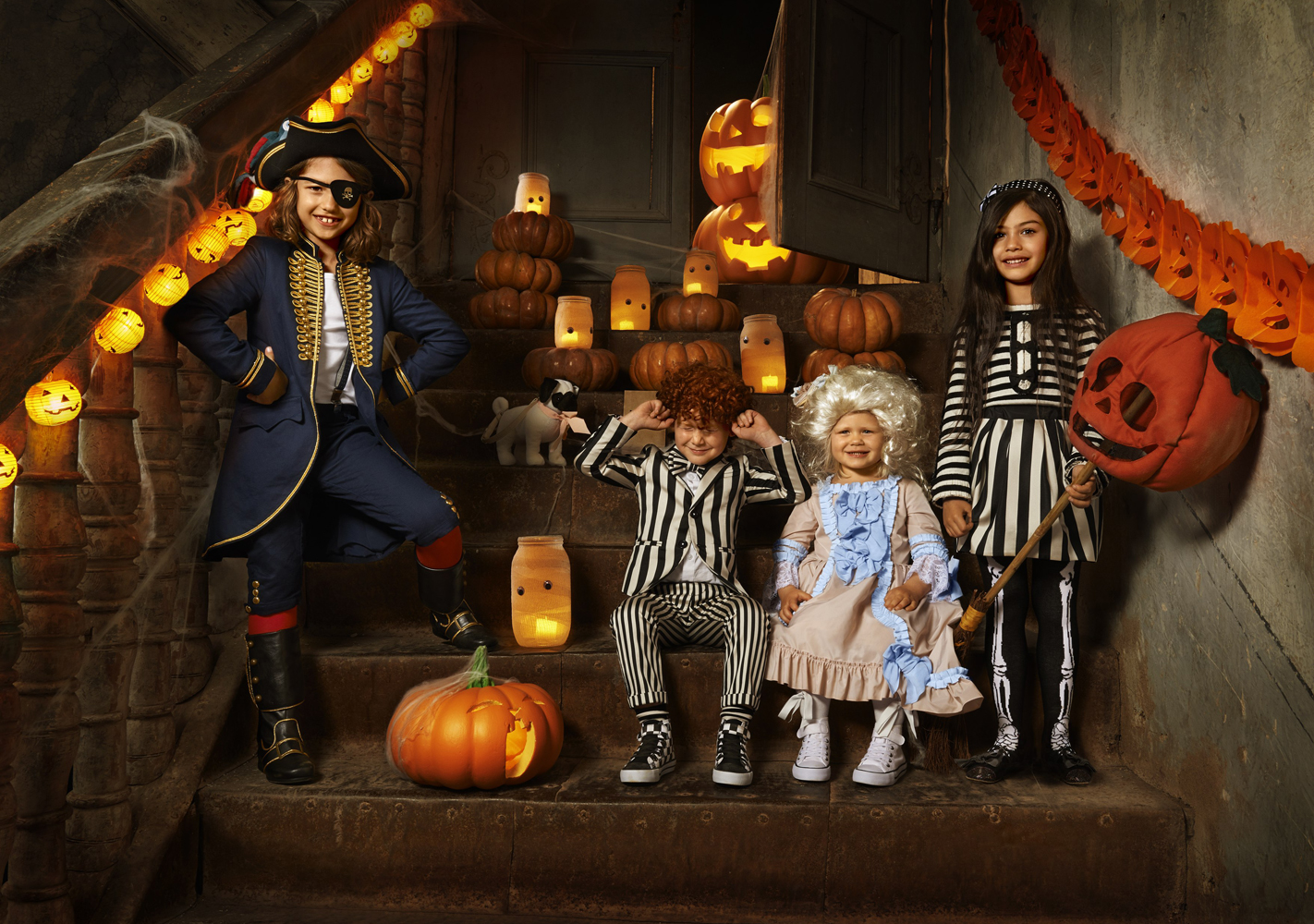 Outdoor Halloween Decorations and Costumes 2017