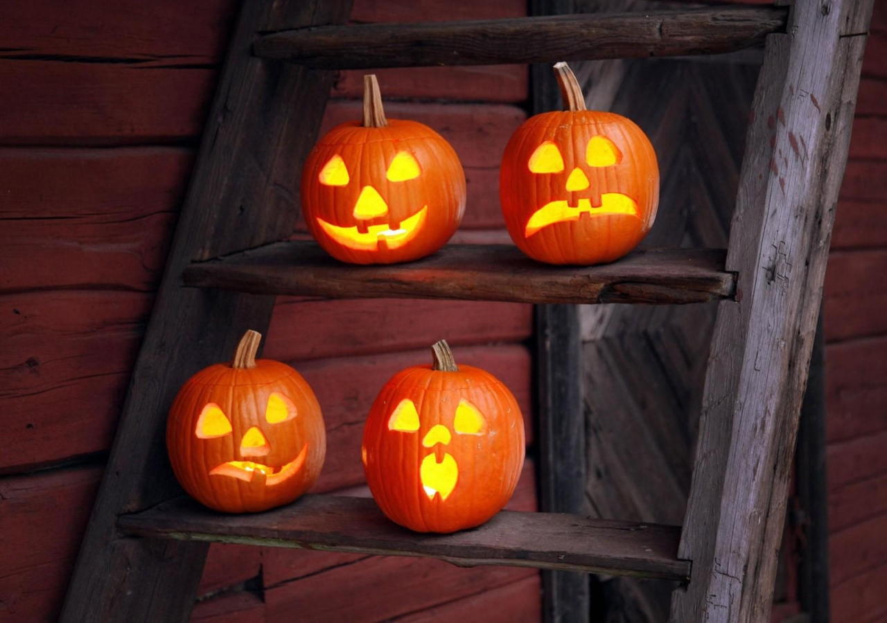 Outdoor Halloween Decorations pumpkin stand on stairs