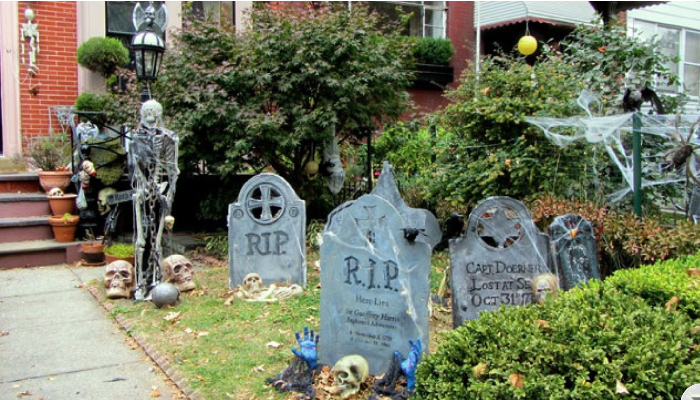 Outdoor Halloween Decorations combined theme