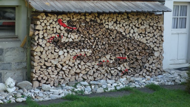 DIY Outdoor Firewood Rack-art of stacking firewood