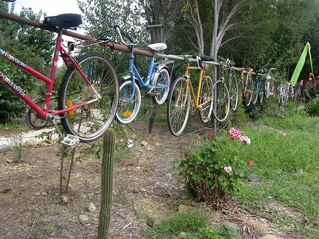 Privacy Fence Ideas-Fences made of bicycle