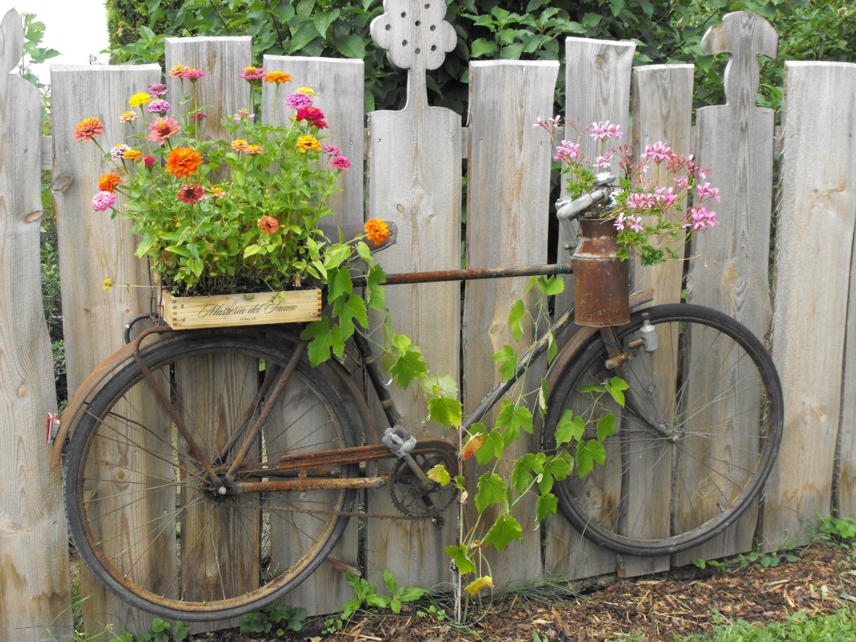 Privacy Fence Ideas-fence flower bicycle